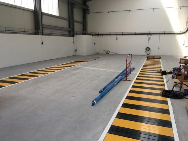 couverture de fosse pré fabriquée et réseau d'air comprimée encours d'installation